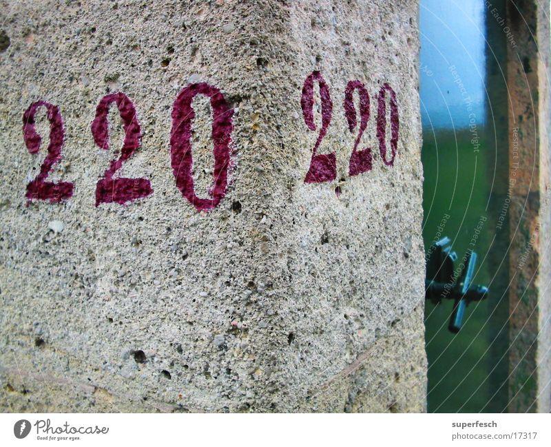 220 / 220 Stein Tür Ecke historisch Wasserrohr