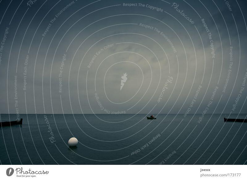 Billard Mensch Himmel Wasser Meer Wolken ruhig Ferne Arbeit & Erwerbstätigkeit grau Küste Stimmung Erwachsene Wetter Wasserfahrzeug Horizont Urelemente