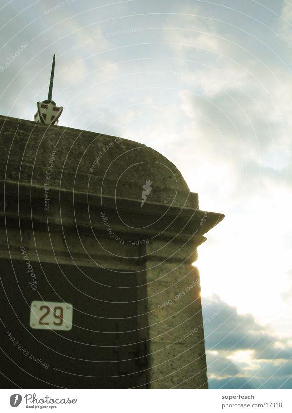 Wiener Hochquellwasserleitung Wolken Tür Station historisch