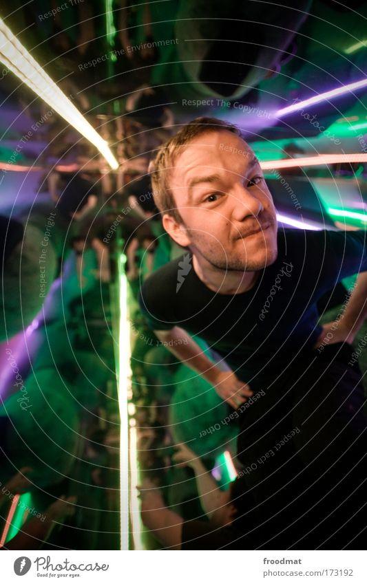 spaceman Farbfoto mehrfarbig Innenaufnahme Tag Kunstlicht Blitzlichtaufnahme Licht Reflexion & Spiegelung Gegenlicht Schwache Tiefenschärfe Weitwinkel
