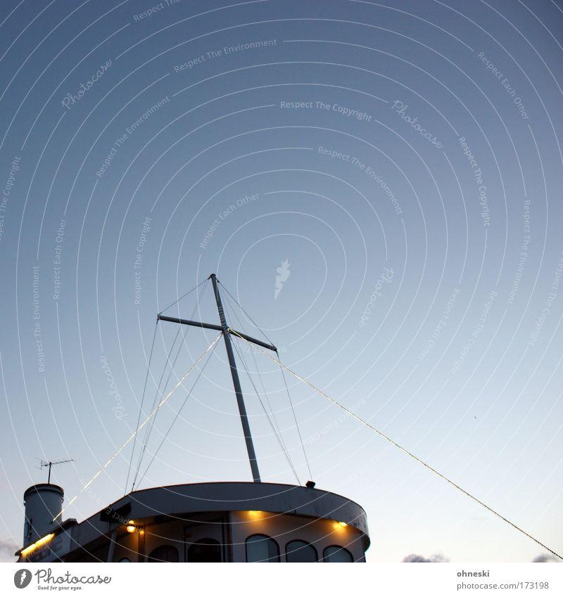 Kreuzfahrtschiff Gedeckte Farben Textfreiraum oben Abend Dämmerung Sonnenaufgang Sonnenuntergang Luft Himmel Wolkenloser Himmel Schifffahrt Bootsfahrt
