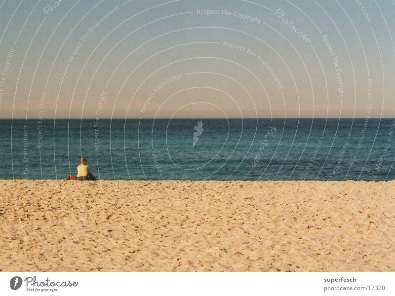 Bondi Beach Wasser Meer Strand Einsamkeit Erholung Denken Sand sitzen Australien