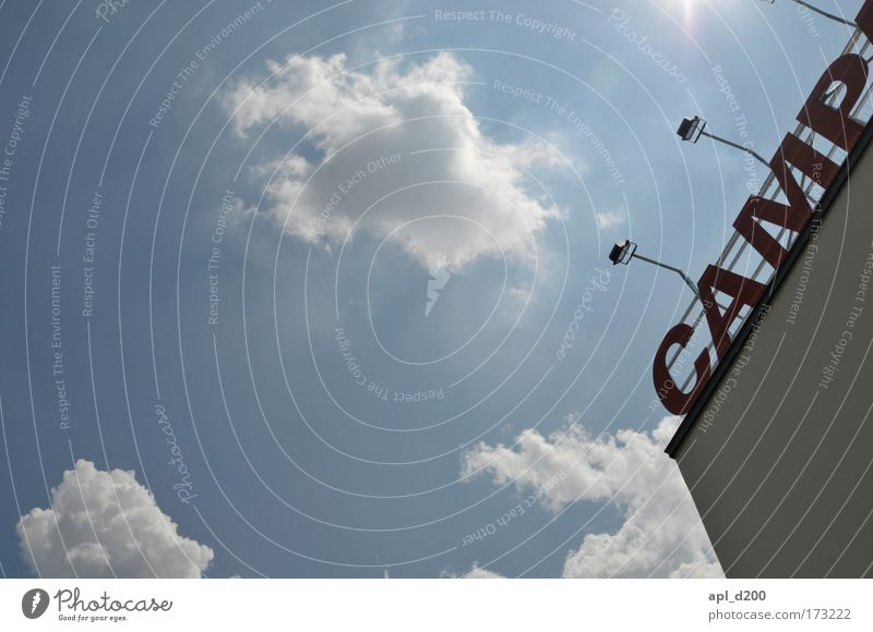 Krusty Himmel blau rot Wolken Haus Umwelt Architektur grau Gebäude Luft Kunst Kraft stehen Dach Kultur