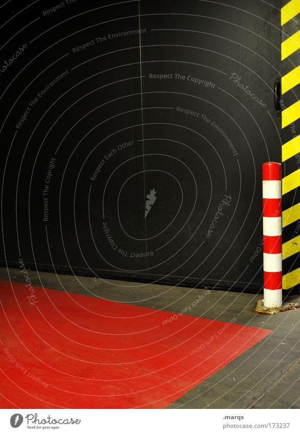 Markierung rot schwarz gelb Straße dunkel Wand Stil Mauer Linie Schilder & Markierungen Design Verkehr außergewöhnlich Streifen Grafik u. Illustration Verkehrswege