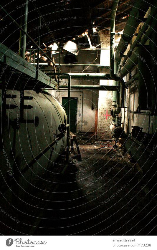 Und morgen wirst du abgerissen... rot schwarz Wand Mauer dreckig Fabrik Dach Zeichen Kreuz Zerstörung Industrieanlage Sachsen Vogtlandkreis