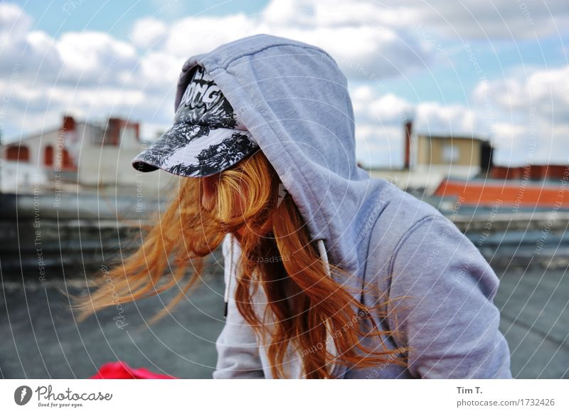 Berlin Mensch feminin Mädchen Frau Erwachsene Kopf 1 13-18 Jahre Jugendliche Senior Energie Haare & Frisuren Dach Kapuze Farbfoto Außenaufnahme Tag Silhouette