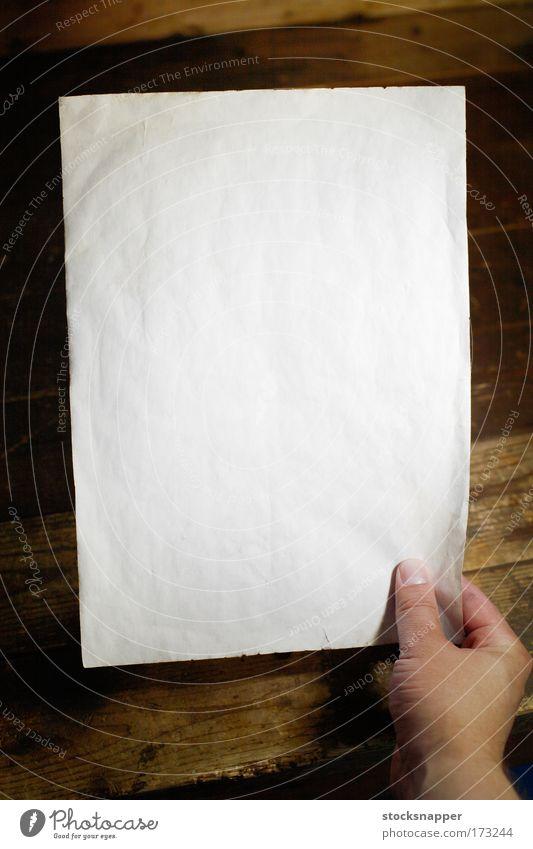 Hand weiß dreckig leer Papier Mensch Mitteilung ausleeren blanko