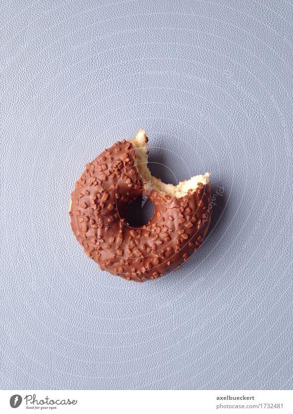 angebissener Donut Essen Lebensmittel Ernährung genießen Süßwaren Appetit & Hunger Kuchen Backwaren Schokolade Teigwaren Krapfen beißen ungesund