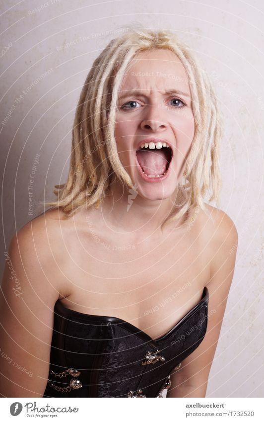 schreiende junge Frau Mensch Jugendliche Junge Frau 18-30 Jahre Erwachsene Gefühle Lifestyle feminin blond Mund Wut Konflikt & Streit Aggression Grimasse