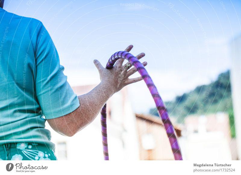 hula hoop Frau Erwachsene Körper 1 Mensch Sommer Schönes Wetter Spielen Sport authentisch Freundlichkeit Fröhlichkeit Glück rund Zufriedenheit Lebensfreude