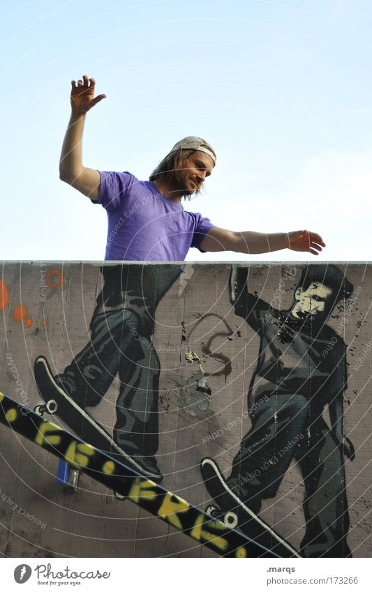 Skater Mensch Jugendliche Stadt Freude Leben Wand Bewegung Glück Graffiti Mauer Erwachsene Zufriedenheit Freizeit & Hobby verrückt maskulin