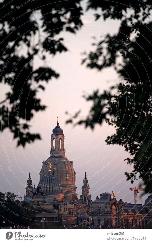 Verträumtes Dresden. Religion & Glaube Kunst ästhetisch Kirche Sehenswürdigkeit Hauptstadt Altstadt Sachsen Kirchturm Frauenkirche