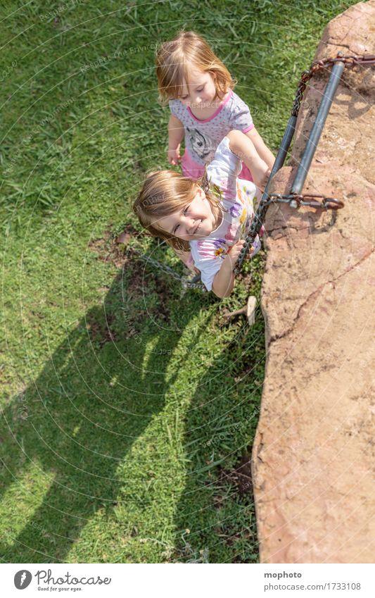 Himmelsstürmer #3 Mensch Kind Natur Ferien & Urlaub & Reisen grün Freude Mädchen Lifestyle Gras Familie & Verwandtschaft Spielen Glück braun Zusammensein Ausflug Kindheit