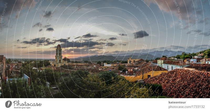Trinidad Himmel Natur Stadt Sommer Sonne Landschaft Berge u. Gebirge Glück träumen Zufriedenheit genießen Kirche Schönes Wetter Sehenswürdigkeit Wahrzeichen Altstadt