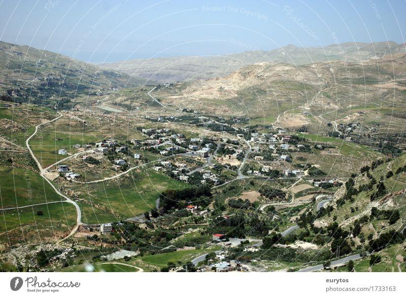 Kerak / Jordanien Umwelt Landschaft Himmel Frühling Sommer Klima Klimawandel Wetter Schönes Wetter Dorf Kleinstadt bevölkert bauen wandern Tourismus Olivenernte