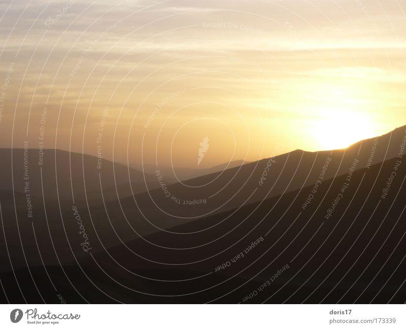 Namib Dessert schön Himmel Sonne rot schwarz gelb Ferne Sand Landschaft braun gold ästhetisch Wüste Urelemente