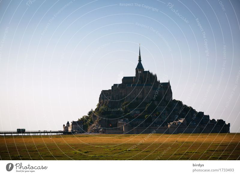 Mont - Saint - Michel Ferien & Urlaub & Reisen Tourismus Ausflug Sightseeing Meer Insel Wattenmeer Architektur Landschaft Wolkenloser Himmel Sommer