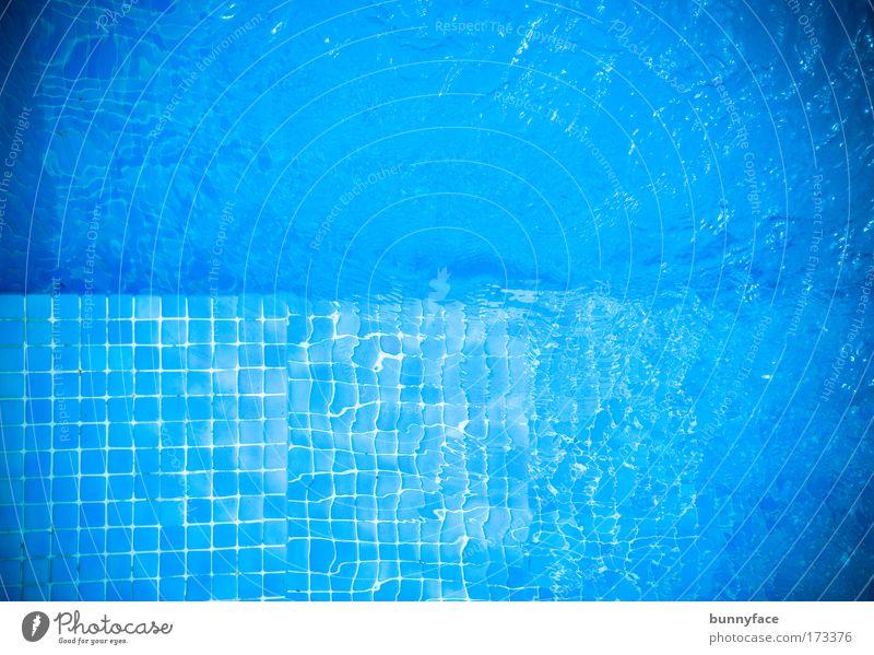 Der Pool Farbfoto Gedeckte Farben Außenaufnahme Strukturen & Formen Menschenleer Tag Reflexion & Spiegelung Vogelperspektive blau Schwimmbad Erfrischung