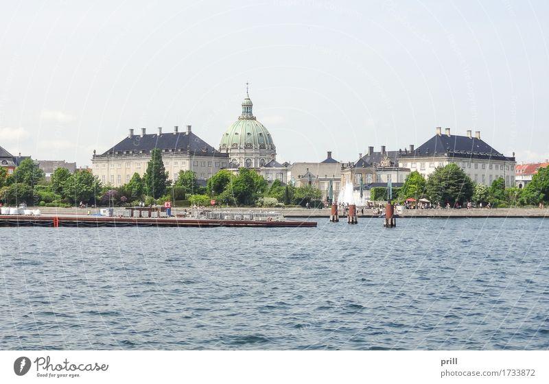 waterside scenery in Copenhagen Tourismus Sommer Haus Kultur Wasser Küste Flussufer Stadt Hauptstadt Skyline Architektur Fassade alt Kopenhagen Dänemark