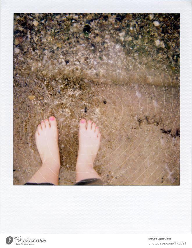 [KI09.1] nasse füsse kriegen. Mensch Wasser schön Ferien & Urlaub & Reisen Sommer Meer Strand Erholung Spielen nackt Küste Fuß Wellen Angst rosa elegant
