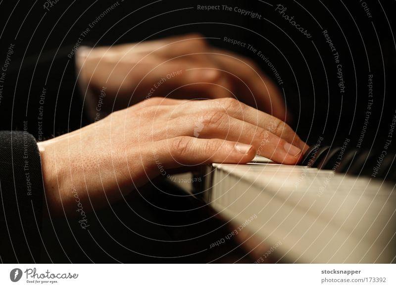 Musikinstrument Finger Hand Klavier Tasteninstrumente Geschicklichkeit spielend gekonnt