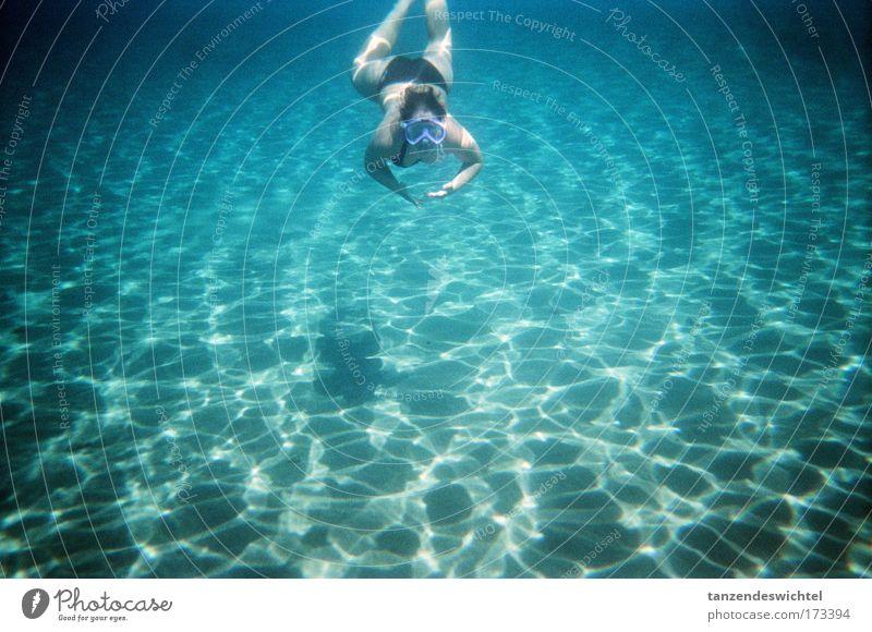 In den unendlichen Weiten Mensch Frau Natur Ferien & Urlaub & Reisen blau grün Wasser Sommer Meer Erwachsene Schwimmen & Baden Sand Wellen nass Abenteuer