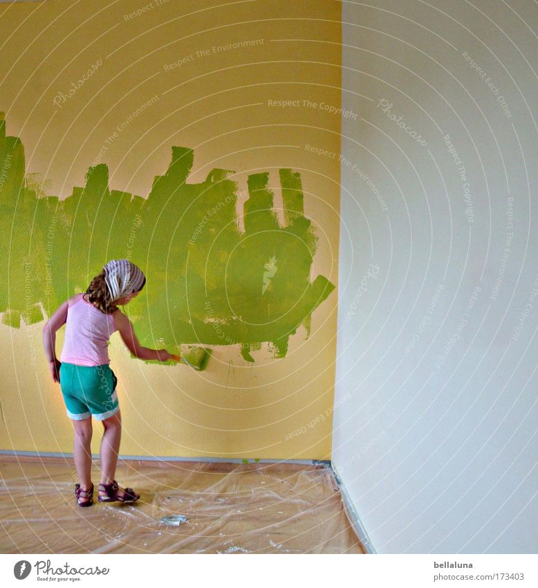 Aktion Schulstreich! Mensch Kind Aktion grün Mädchen Freude Farbe Leben Wand Farbstoff Glück Stimmung Kindheit Fröhlichkeit neu streichen