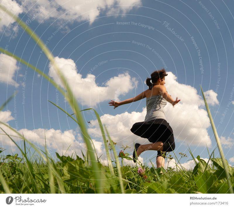 zack die bohne Farbfoto Außenaufnahme Sonnenlicht Froschperspektive Ganzkörperaufnahme Gesundheit Leben Wohlgefühl Mensch feminin Junge Frau Jugendliche 1