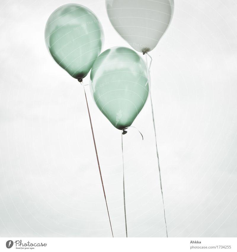 3 Himmel Luftballon fliegen frei oben retro rund Zufriedenheit Partnerschaft gleich Glück Lebensfreude Leichtigkeit Liebe Perspektive Zukunft Zusammenhalt