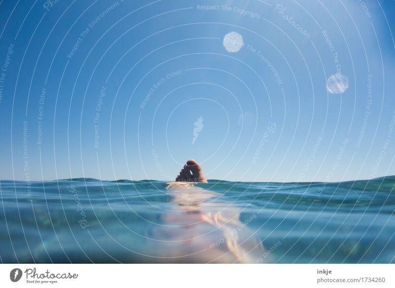 Rumdümpeln Mensch Frau Ferien & Urlaub & Reisen blau Sommer Wasser Sonne Meer Erholung ruhig Erwachsene Lifestyle Schwimmen & Baden Fuß liegen Freizeit & Hobby