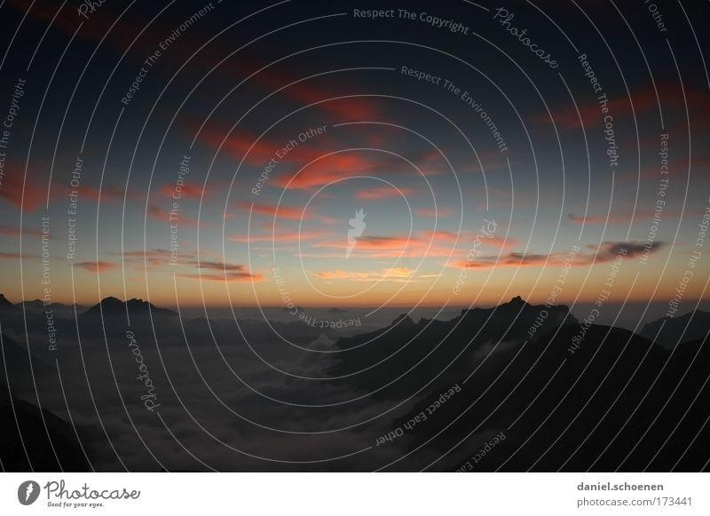 letzte Zigarette vor der Hütte Himmel blau rot Wolken schwarz Erholung Berge u. Gebirge Luft Horizont groß einzigartig Alpen Klettern Unendlichkeit fantastisch