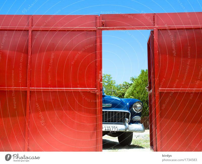irgendwo in Cuba Ferien & Urlaub & Reisen blau Sommer rot Stil außergewöhnlich Freiheit Design glänzend Tür offen ästhetisch retro warten Lebensfreude Warmherzigkeit