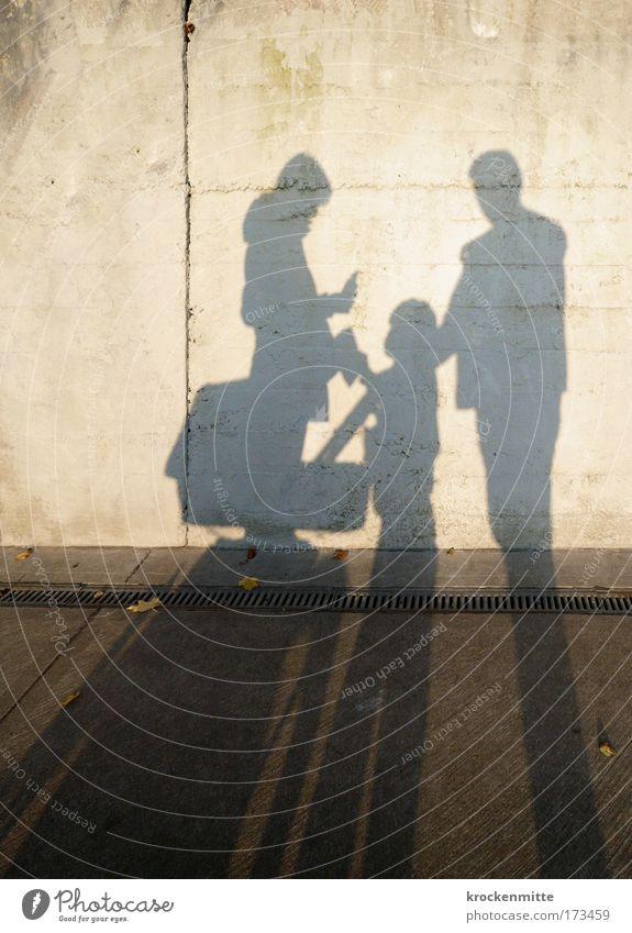 Family First Schatten Mensch Frau Kind Mann Versicherung Kapitalwirtschaft Erwachsene Liebe Leben Junge Glück Menschengruppe Paar Familie & Verwandtschaft Zusammensein