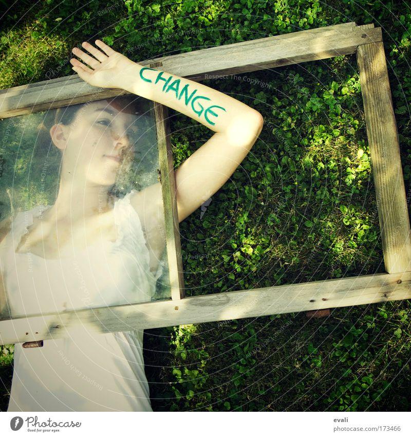 Change Mensch Jugendliche Hand grün Sommer Gesicht feminin Wiese Fenster Denken Frühling träumen Arme Haut liegen Wandel & Veränderung