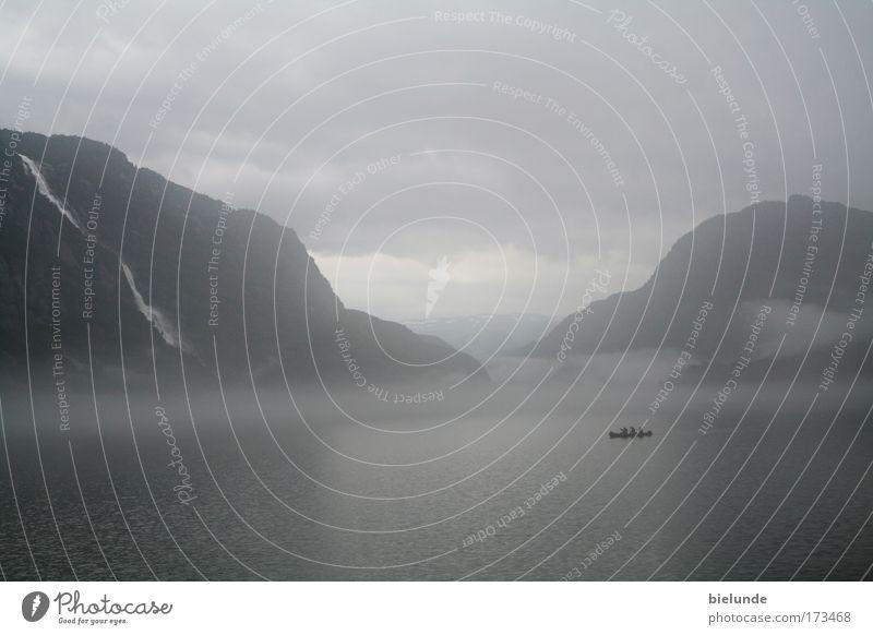 Nordische Mythenlandschaft Natur blau Ferien & Urlaub & Reisen ruhig Einsamkeit Ferne dunkel Berge u. Gebirge grau Landschaft Stimmung Nebel groß ästhetisch Abenteuer