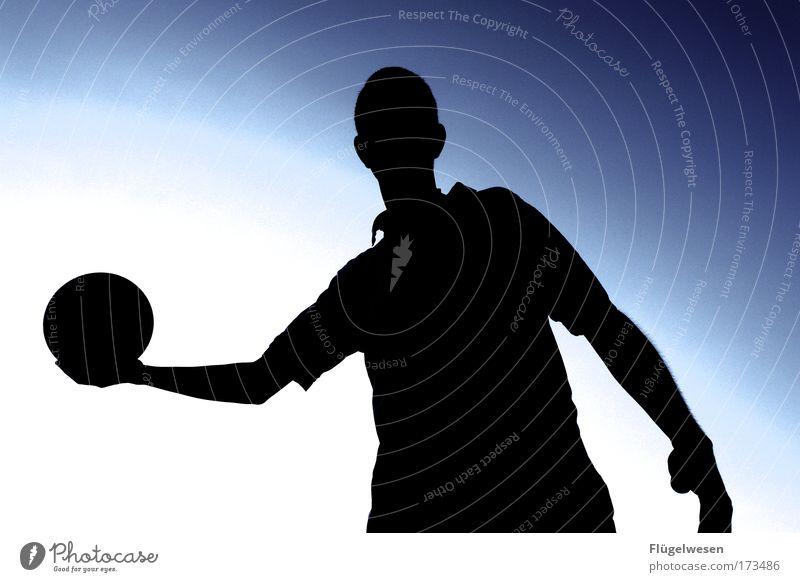 Ist es nicht schon zu dunkel für ne runde Basketball? Mensch Himmel Natur Mann Erwachsene Erholung Umwelt Sport Spielen Feld Freizeit & Hobby maskulin Erfolg