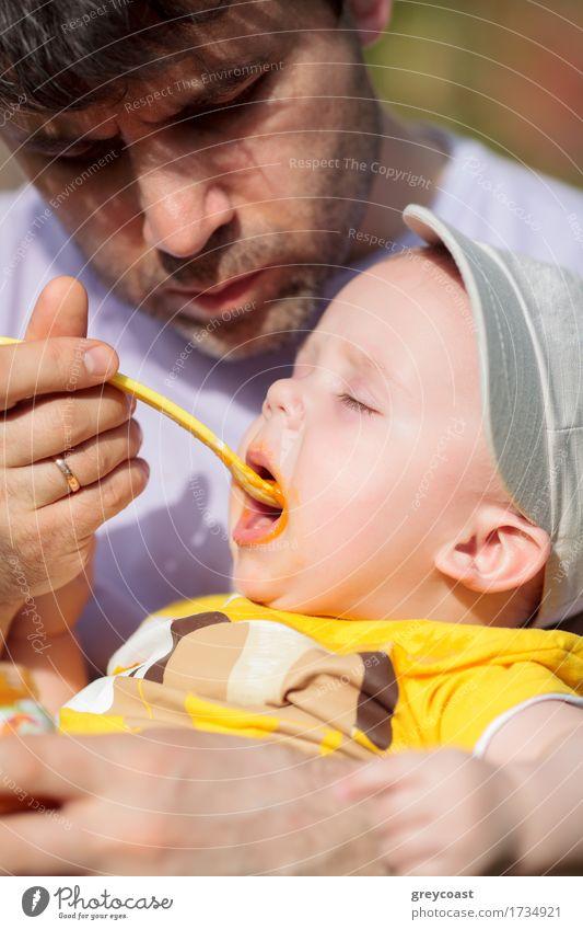 Mensch Kind Jugendliche Junger Mann 18-30 Jahre Erwachsene Liebe Junge Familie & Verwandtschaft Ernährung Kindheit Fröhlichkeit Baby brünett Kleinkind Vater
