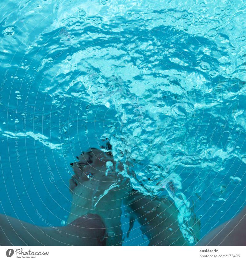 aqua con pie #1 blau Wasser Sommer Freude Bewegung Beine Fuß Wellen Schwimmen & Baden nass Fröhlichkeit Schwimmbad Flüssigkeit Fußbad