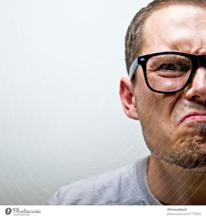 wut im bauch Mensch Jugendliche Gesicht Porträt Erwachsene maskulin Mann Brille nah Wut Freak Ärger Aggression Frustration kurzhaarig nerdig