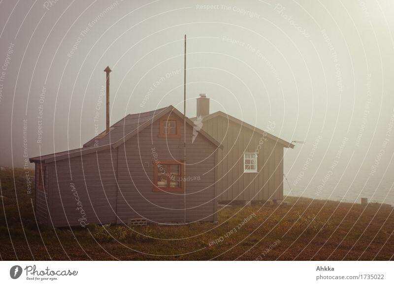 Hütte Wolken schlechtes Wetter Nebel Holz träumen Einsamkeit Schutz Stimmung Farbfoto Außenaufnahme Menschenleer Textfreiraum oben Dämmerung Zentralperspektive