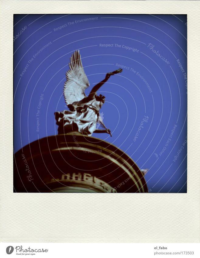 ehre! II Farbfoto Außenaufnahme Detailaufnahme Polaroid Tag Sonnenlicht Froschperspektive Skulptur Himmel Sommer Schönes Wetter siegburg Denkmal Friedensengel