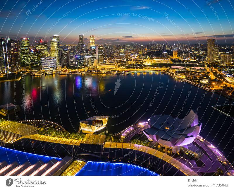 Singapur Singapore Singapurer Asien Hauptstadt Hafenstadt Skyline Haus Hochhaus Bankgebäude Bauwerk Gebäude Sehenswürdigkeit Wasser Tourismus Kunsthandwerk