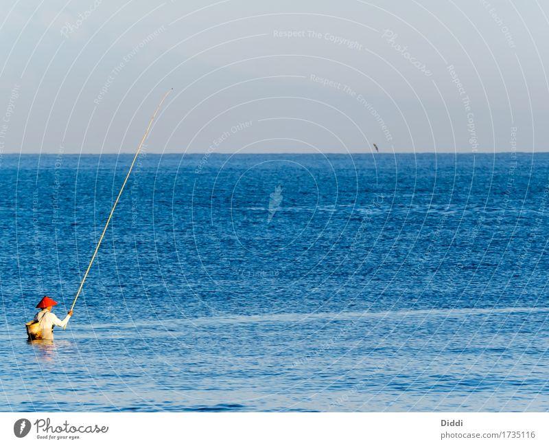 Angler im Meer Ferien & Urlaub & Reisen Strand Insel Wellen Angeln Fischereiwirtschaft Wasser Himmel Horizont Sommer Schönes Wetter Seeufer Java See Hut