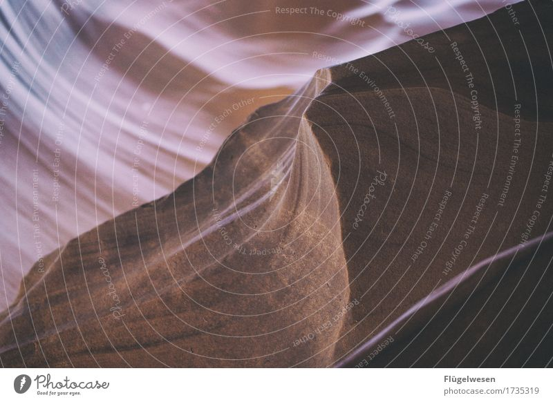 Upper Antelope Canyon [52] Tourismus Ausflug Hügel Felsen Berge u. Gebirge Schlucht Stein Sand berühren eckig USA Amerika Felswand Felsvorsprung Felsspalten