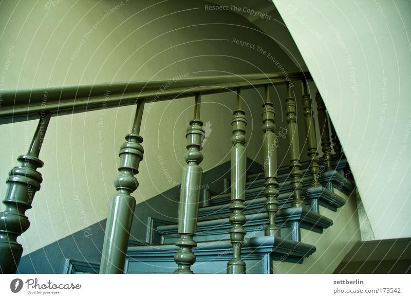 Treppe Treppengeländer Holz drechselarbeit drechseln Treppenabsatz Karriere Lebenslauf aufsteigen Abstieg Klettern aufwärts abwärts Treppenhaus Niveau