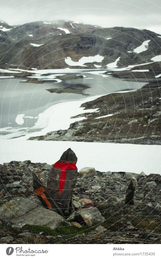 Das Zeichen weiß rot Berge u. Gebirge kalt Schnee grau Felsen wild Eis Schriftzeichen Schilder & Markierungen Abenteuer Frost Glaube Seeufer
