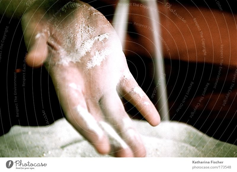 Sandspielerei weiß Hand ruhig Zeit natürlich Finger Vergänglichkeit berühren Gelassenheit beige rieseln zeitlos körnig