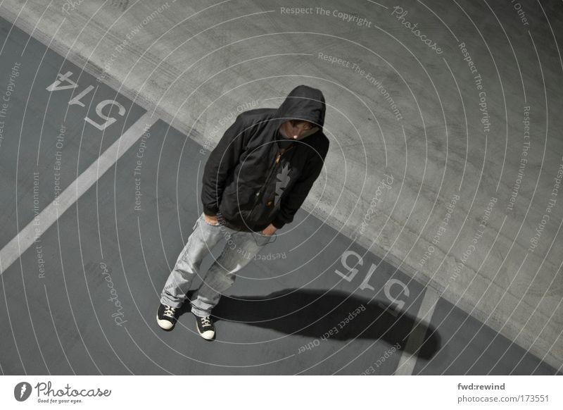 Ob du wirklich richtig stehst Jugendliche Stadt Einsamkeit Erwachsene Ferne kalt Leben Traurigkeit Denken träumen Stimmung Angst warten maskulin stehen Pause