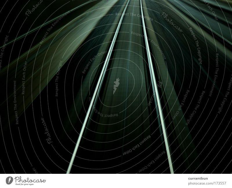 zugspuren. Gedeckte Farben Außenaufnahme abstrakt Strukturen & Formen Menschenleer Abend Dämmerung Langzeitbelichtung Linie Streifen grau schwarz silber Fernweh