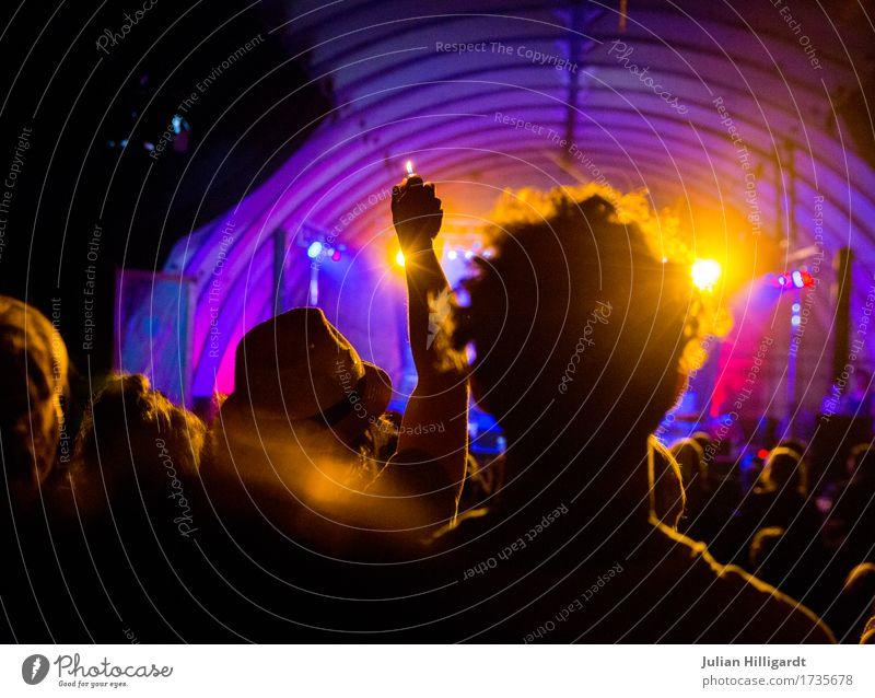 Feuerzeugstimmung Jugendliche 18-30 Jahre Erwachsene Leben feminin Feste & Feiern maskulin 13-18 Jahre Musik Abenteuer genießen Romantik Konzert Menschenmenge